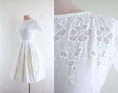 RESERVED--- 1950s Vintage Day Dress . Crisp Solid White . Daisy Cut Out . Easy Breezy Dress . XXS