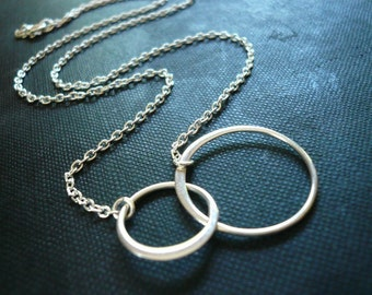Entwined Rings Necklace in Sterling Silver - Sweet Gift