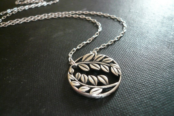 Laurel Wreath Necklace in Sterling Silver