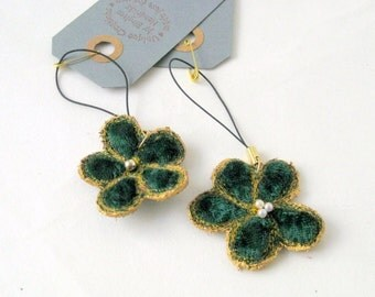 Camera purse flower charm green velvet Danish