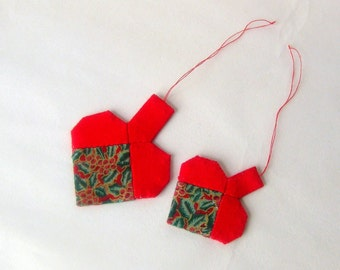 2 hearts ornaments patchwork red green handmade Christmas