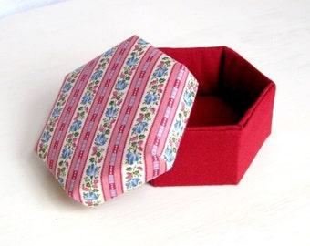 Box hexagonal fabric striped maroon l
