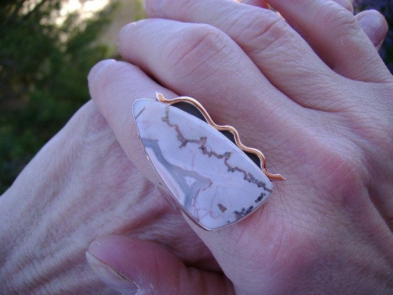 Moroccan Agate Cocktail Ring and Forged Pink 14K Gold - Size 8.5