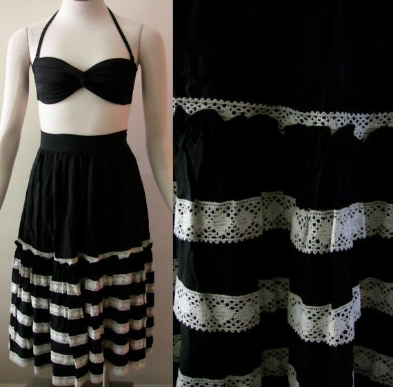50's - Black with Off White Lace Gathered Waist Mexican Style Skirt - XS