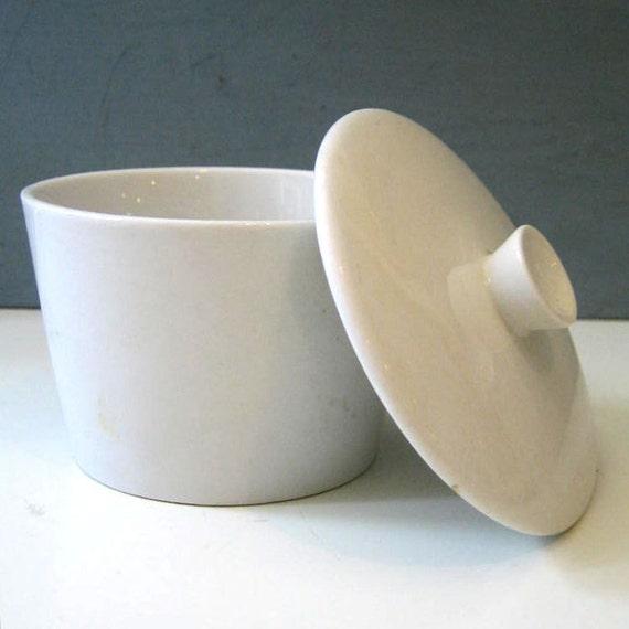 Teema. Arabia Finland white sugar bowl.