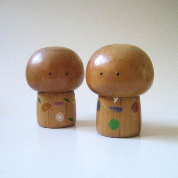 Pair of vintage Kokeshi dolls with big heads.