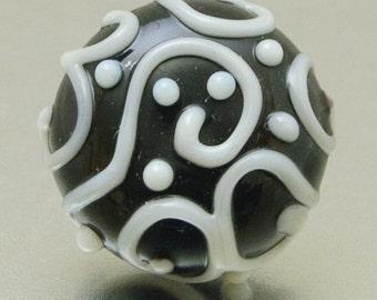 Lapel pin - Line art - Black white - lampwork glass