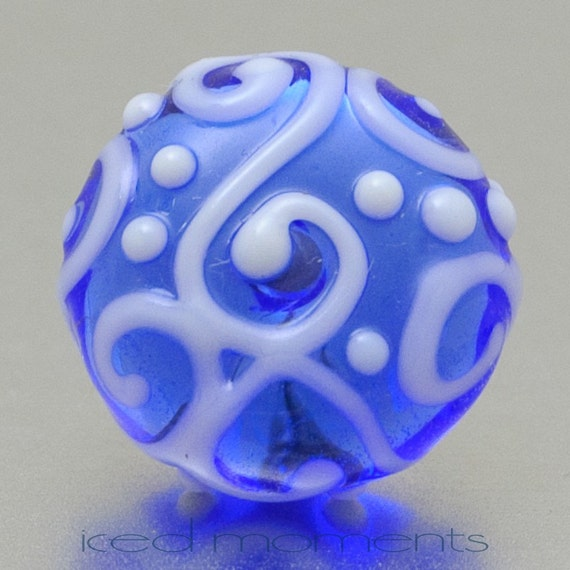 Lapel pin - Line art - Transparent blue and white - lampwork glass