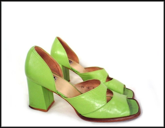 90's LIME GREEN vintage chunky heel leather sandals 10