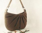 The Petal Shoulder Bag in mocha