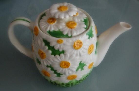 Vintage Daisy Teapot