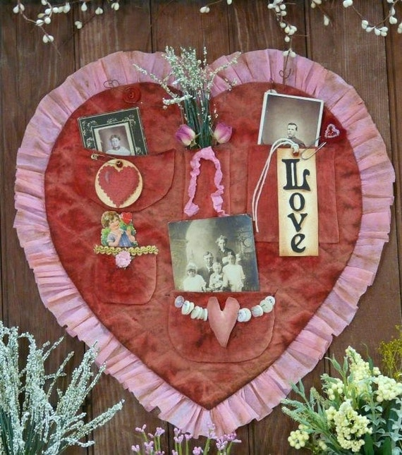 Vintage Valentine treasures Heart pocket E Pattern -  email primitive pdf old photos tags grubby prim primitive