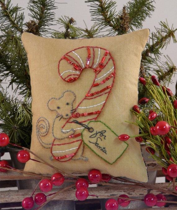 Christmas MOUSE Stitchery E Pattern - primitive PDF pillow candy cane pinkeep tag pin cushion tuck embroidery