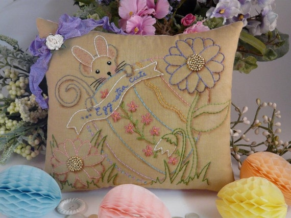 Easter Egg bunny Mouse embroidery PDF Pattern - primitive stitchery pillow pinkeep tag pin cushion tuck