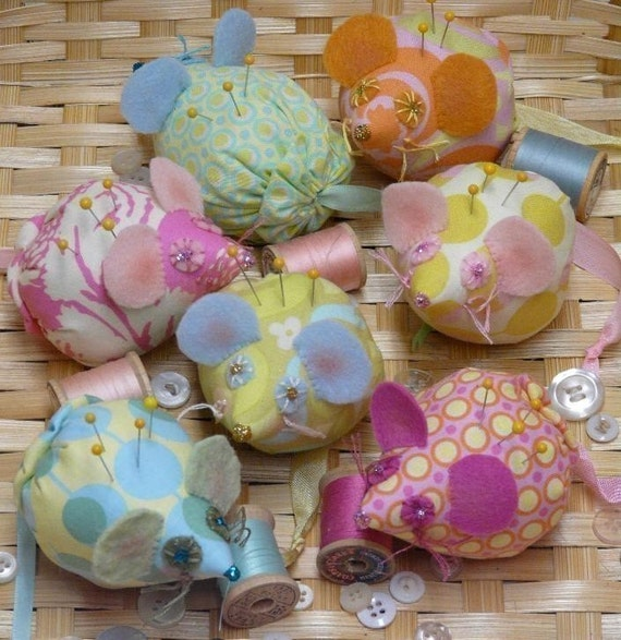 Mice Pincushion PDF Pattern - seam binding ribbon retro Mouse fabric felt wool pin keep doll cushion spring decor primitive