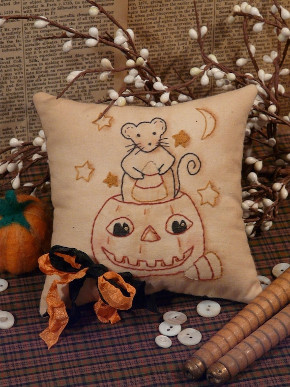 Halloween Mouse & Pumpkin Stitchery PDF Pattern - embroidery primitive Pdf pillow pin keep cushion tuck candy corn seam binding