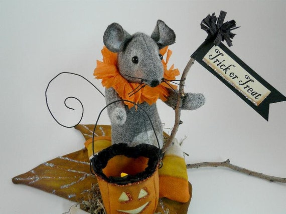 Prim Trick or Treat Halloween Mouse PDF pattern - lantern fall leaf pumpkin candy corn doll wool fabric pdf primitive sign