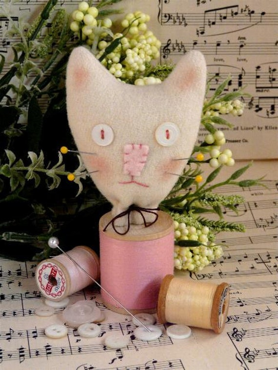 Cat Spool Pincushion PDF Pattern - sewing supply felt wool pin keep doll tabby cushion kitty kitten decor primitive