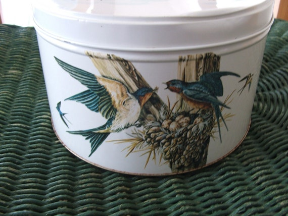 1982 Feathered Friends Tin