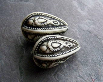 Reserved for Rosanne, Vintage Large Black and White Etched Ornate Tribal Gypsy Boho Bohemian Exotic Ethnic Lucite Teardrops-4 Beads