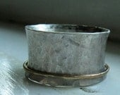 Sterling silver spinner ring with solid gold spinner