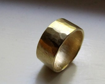 18k Gold Mens Hammered Wedding Band