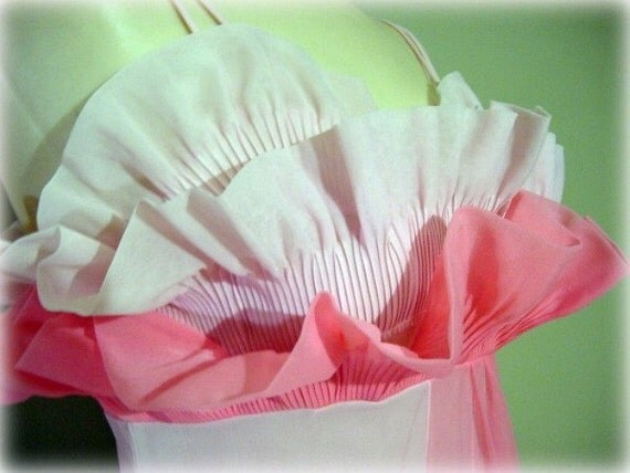 RESERVED FOR SUSANNE Pink Showgirl Vanity Fair Petal Bust Long Gown Nightgown 50s Vintage Small