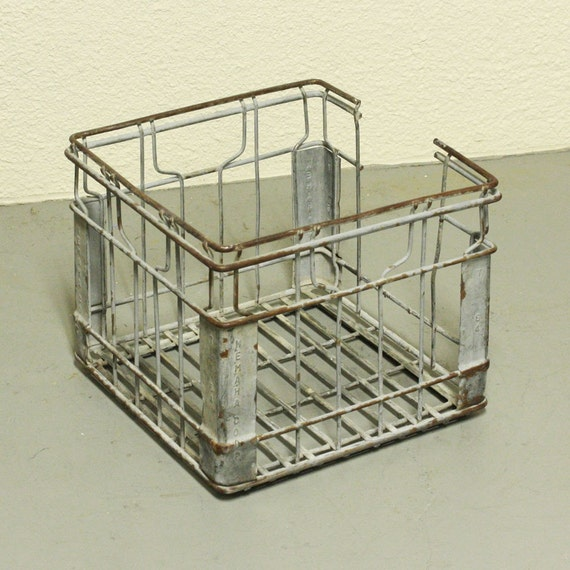 Vintage milk crate - metal - wire basket - Nemaha Coop