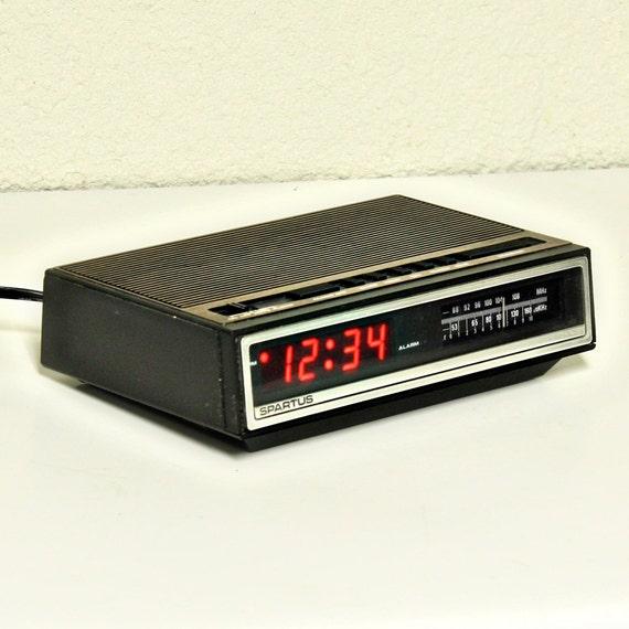 vintage alarm clock clock radio digital by oldcottonwood. Black Bedroom Furniture Sets. Home Design Ideas