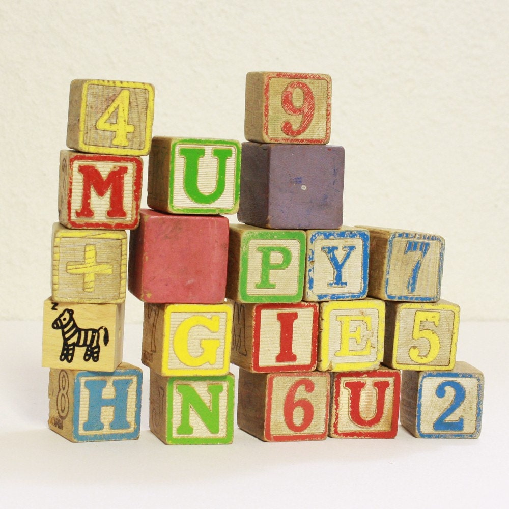 20 vintage wood toy blocks letters numbers animals solids. Black Bedroom Furniture Sets. Home Design Ideas