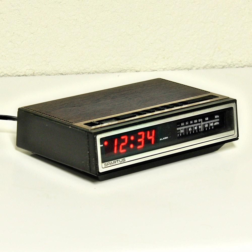 vintage alarm clock clock radio digital spartus red. Black Bedroom Furniture Sets. Home Design Ideas