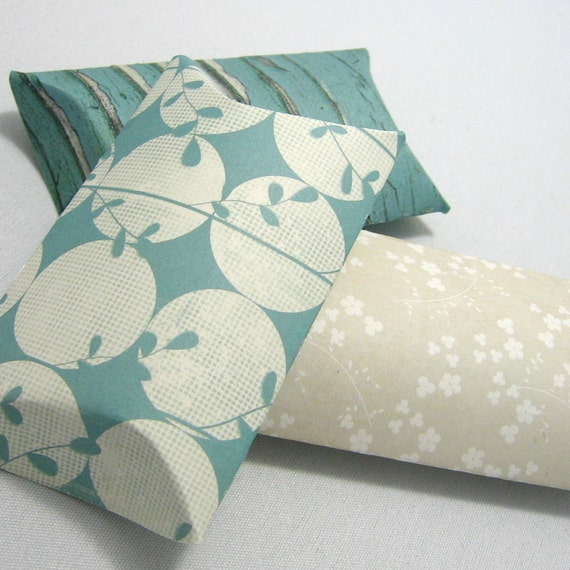 3 pillow boxes with tags -Be Discret -