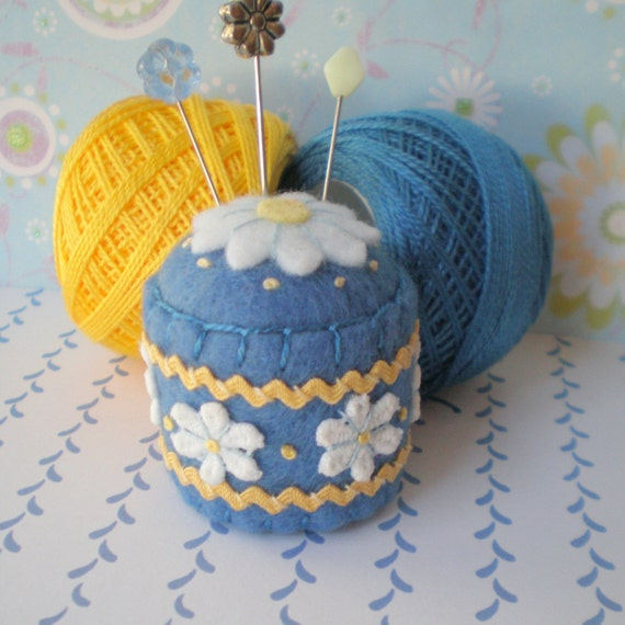 Daisy Bottle Cap Pincushion
