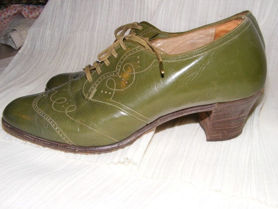 Sassy 1930s Olive Green oxford shoes by Dr Scholls