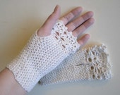 White ivory crochet gloves with lace trim F613