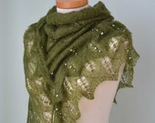 Green lace knitted shawl with 162 freshwater pearls E468