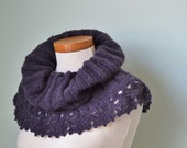 Knitted cowl with crochet lace trim plum D400