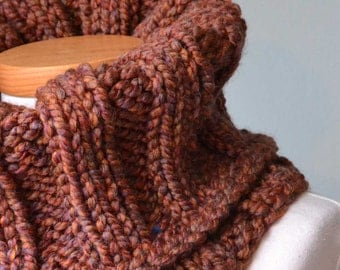 Chunky knitted cowl brown F559