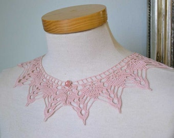 Lace crochet collar, pink cotton F584