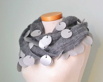 Grey crochet scarf with 99 silver fake leather circles F549