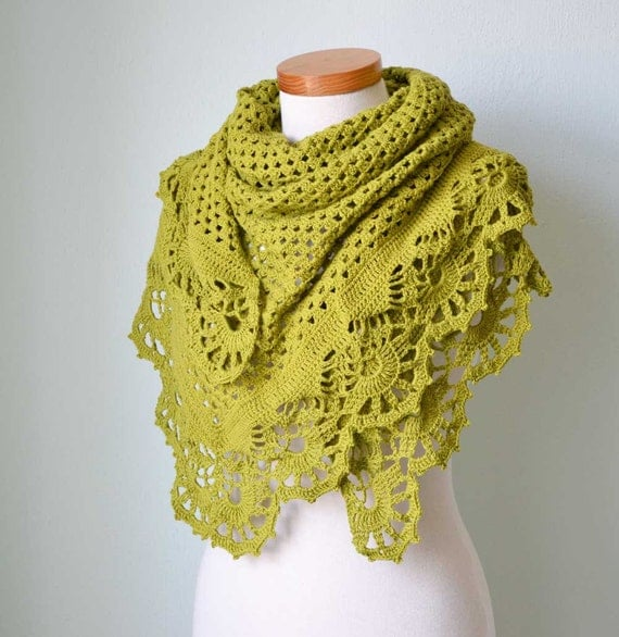 Crochet shawl with royal trim  pistachio green G744