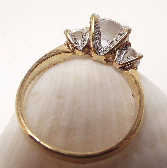 Vintage Costume Rhinestone ring in Gold Tone - size 8 1/2