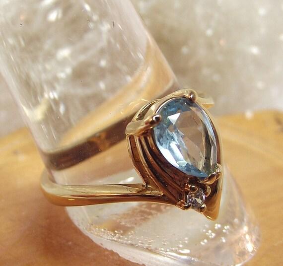 Vintage Costume Ring Aqua Seafoam Sky Blue Teardrop Stone - size 8