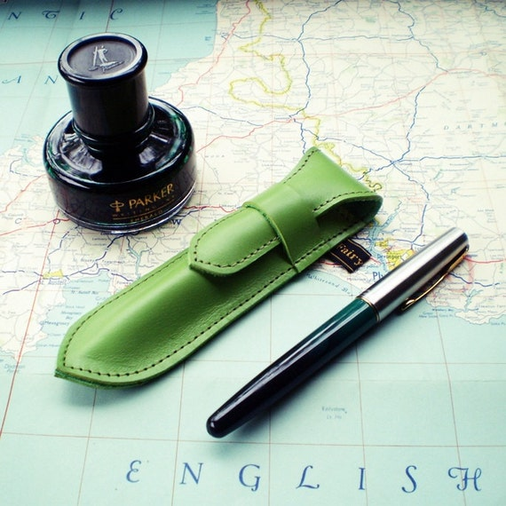 Handmade Leather Pen Case, Fountain pen case, Vintage meadow green NIB