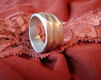 Marcheline ring (size 5 or 6)