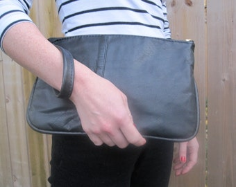 Day clutch wristlet in black