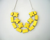 Yellow chunky necklace immitation wood