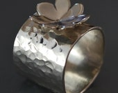 Daisy Flower Ring with Wide Band in Sterling Silver