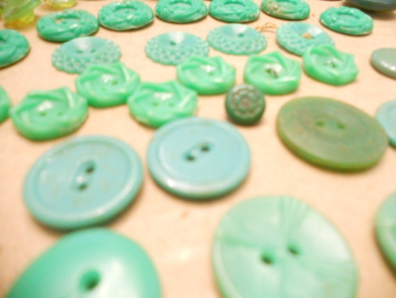 Vintage green Buttons 1920s 1930s depression era lot of 44 most plastic