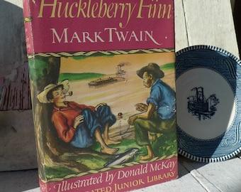 vintage mark twain book 1974  adventures of huckleberry finn 1948 graphics